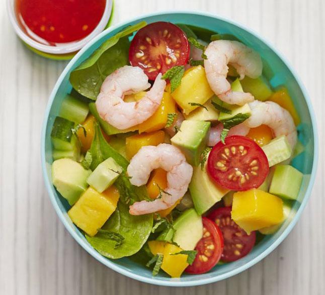 Salát – krevety s mangem a avokádem