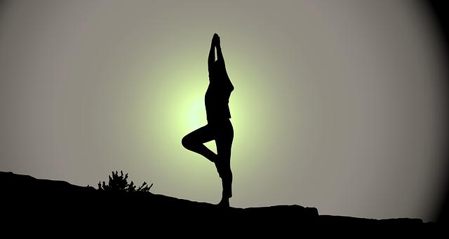 Jóga uleví od bolestí a odstraní stres. Zkuste to i vy!